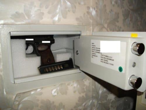 Сейф под пистолеи