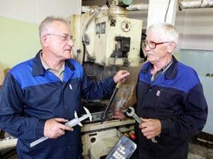 Многим пенсионерам приходится работать