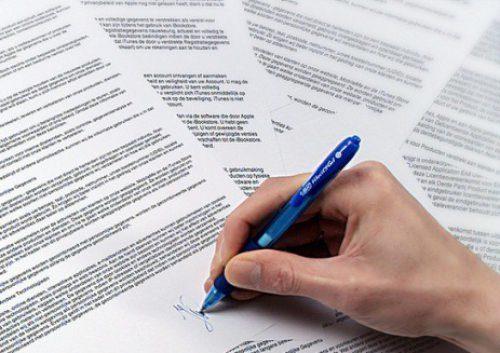 Перед подписанием, следует внимательно изучить договор