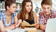 В ПТУ обучаются молодые парни и девушки