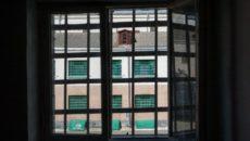 Вид из окна через решетку
