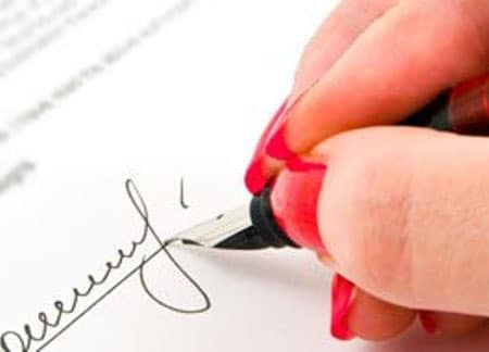 Подделку подписи опредеилт суд